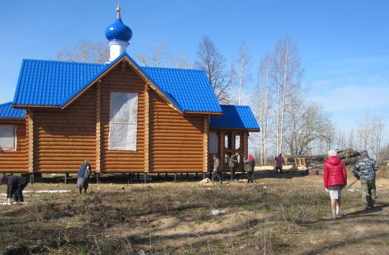 3_субботник_около_Столпинского_храма.JPG